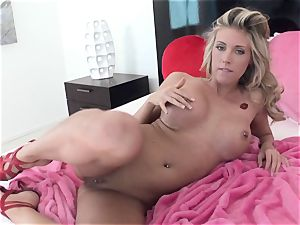 crazy cutie Samantha Saint gets too torrid to handle for one solo activity
