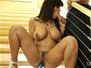 milf Lisa Ann licked deep on the stairs