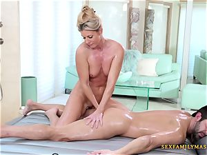 India Summers gets her fuckbox pounded