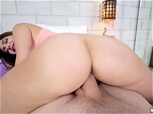 Catching torrid brunette Quinn Wilde frolicking with her super-fucking-hot vagina fuck hole