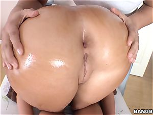 Richelle Ryan packs a massive manhood in her raw pusy