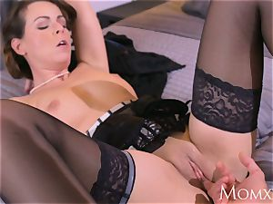 mummy Mature Housewife in pantyhose unloading dt
