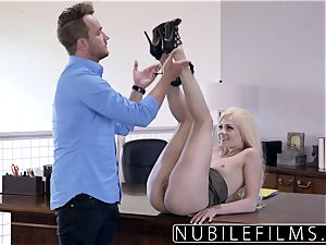 Elsa Jean Gives chief messy dt