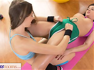 fitness apartments Rampant smooth-shaven cootchie lezzies having romp