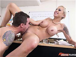 warm butt ash-blonde Nina Elle slammed in her minge