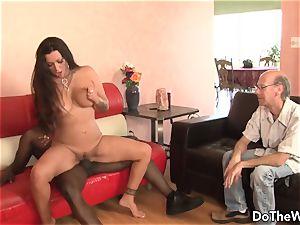 dark-hued guy pummels wife Nikita Denise