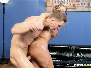 Digging it deep into the ass of Britney Amber