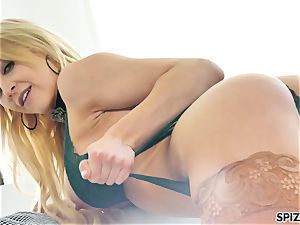 Spizoo - watch nubile Alix Lyn deep-throating a meaty man rod
