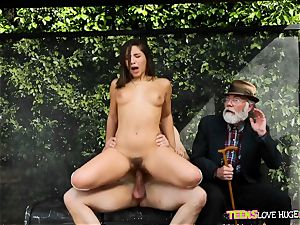 hilarious situation of slit wedged daughter and her grandpa sees at bus stop - Abella Danger and Bill Bailey
