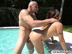 giant ass Julianna Vega screwed in the pool