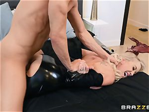 Brandi love torn up in her raw twat