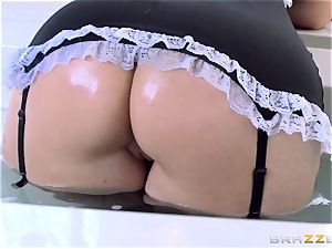 Maid Syren Demer is nailed and fisted in the butt