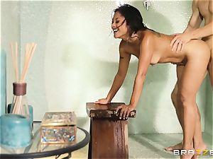 Kaylani Lei nails her gardener in the shower