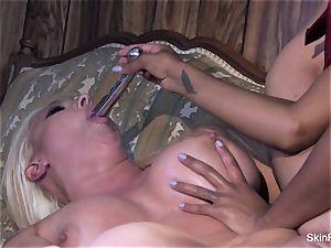 Leya flashes flesh how to satiate a gal