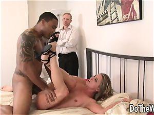 wifey Amanda suck spreads for black cock