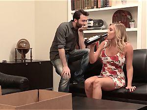 Samantha Saint penetrates her sympathetic neighbor