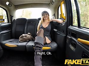 faux taxi huge-boobed platinum-blonde cougar Amber Jayne deep-throats and tears up