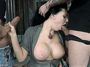 sizzling Aletta Ocean alternately pleasing 2 penises with her simmering jaws