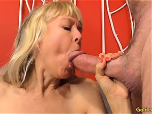 Mature thumbs Her gash and Receives a pummeling