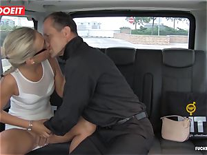 Czech client Vinna Reed gets fucked in taxi