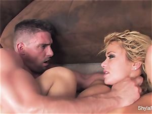 blondie milf Shyla gets a hardcore screw and a facial