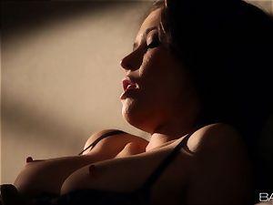Tiffany Fox likes making enjoy in the dark