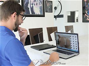 PureMature chinese cougar Kalina Ryu tears up computer tech