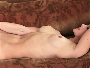 super-sexy Jenny Lee finger porks her cascading raw cooch