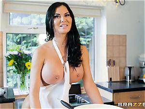 Jasmine Jae plumbed in the kitchen