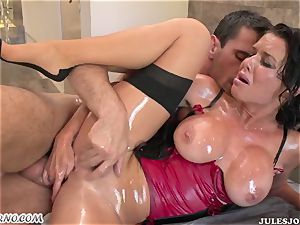 sex-positive ass mummy Veronica Avluv gets her greased arse penetrated