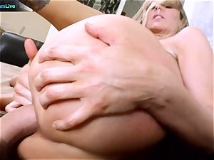 Julia Ann getting her gaping crevasse spread