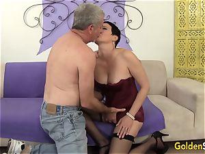 Mature mega-bitch tempts a gigantic Dicked guy