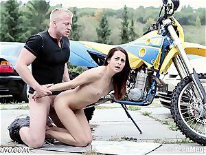slim Czech sweetie gets boinked near the garage