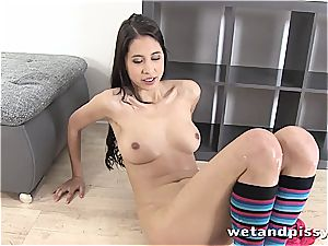 Christy enrapturing gets playful with her pee
